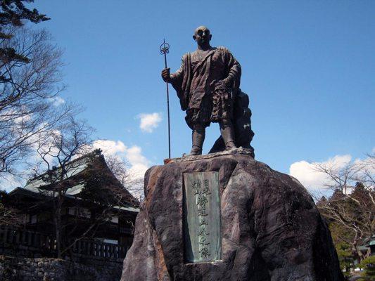 Statue du moine Shôdô Shônin à Nikkô