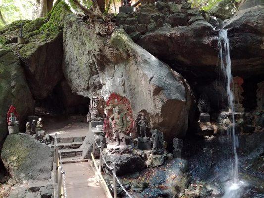Statues du dieu protecteur du feu
