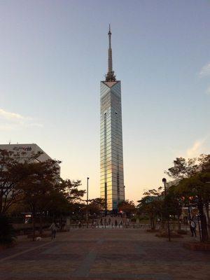 Tour de Fukuoka au crépuscule